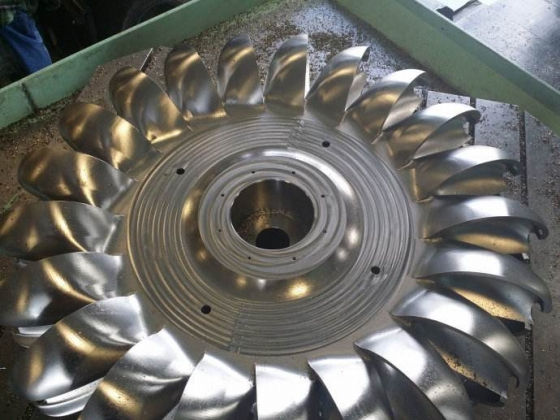 How does the tapping hole of aluminum alloy die casting remove the chips? - precision gravity casting mold